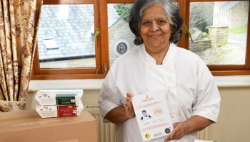 76-Year-Old Grandma Delivers Thousands Of Free Vegan Meals To Hospital Workers And Elderly Amid COVID-19
