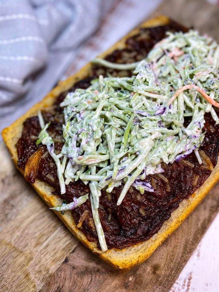 BBQ PULLED MUSHROOM FLATBREAD – VEGAN