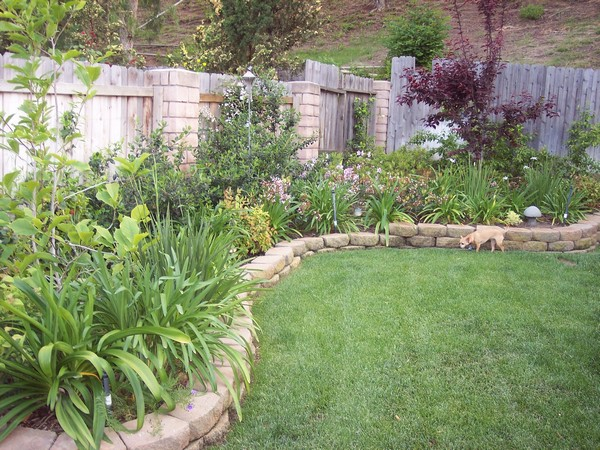 37 Creative Lawn and Garden Edging Ideas with Images ... on Backyard Border Ideas  id=39260