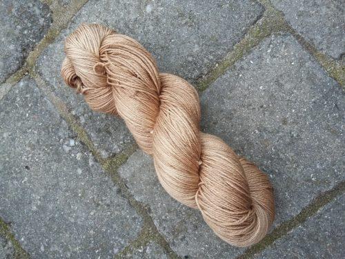 valnød uld-silke plantefarvet