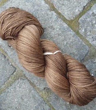 Den lækre mørkebrune melerede uld-silke.
