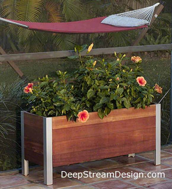 click for info on DeepStream Commercial Mariner Wood Planter