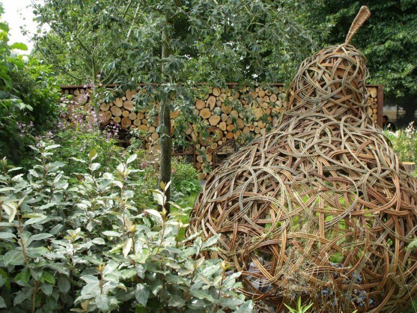 woven willow pear show garden hapmton court