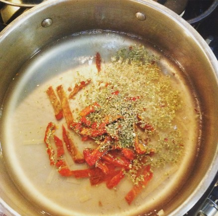 Sun-Dried Tomatoes and Italian seasoning infuse the pasta-water for a simple, oil-free sauce