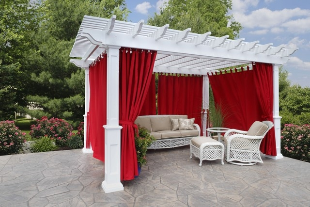 Veranda Vinyl Pergola With Savannah Posts Plants And