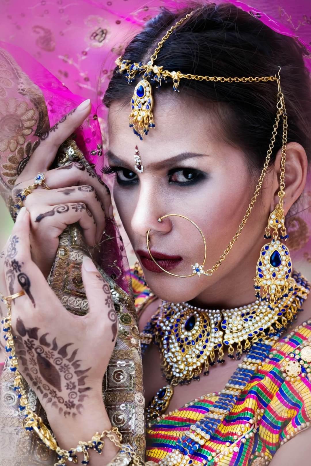 Beautiful Indian Bridal Makeup idea with kundan jewelry