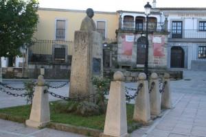 Monumento a Gabriel y Galán