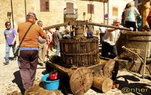 La prensa de madera, fundamental.Imagen de ANHER para www.sierradegatadigital.es