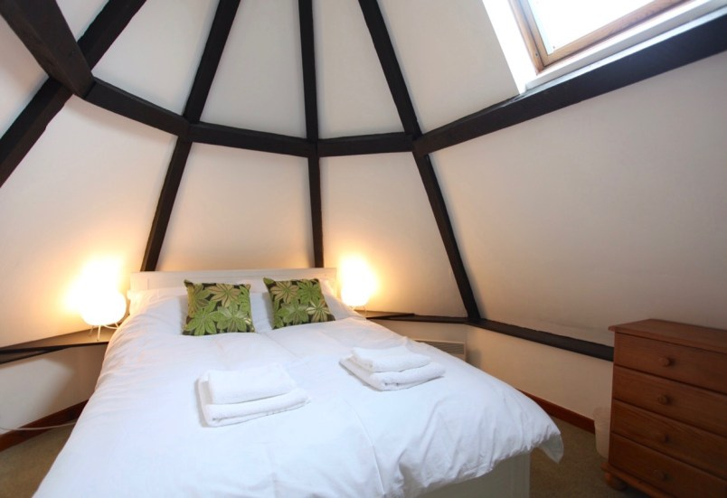 Lodge double bedroom with vaulted ceiling and velux window