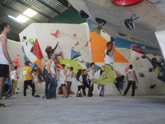 Plasencia acogió el III Open Popular de Escalada en Bloque Cereza Wall