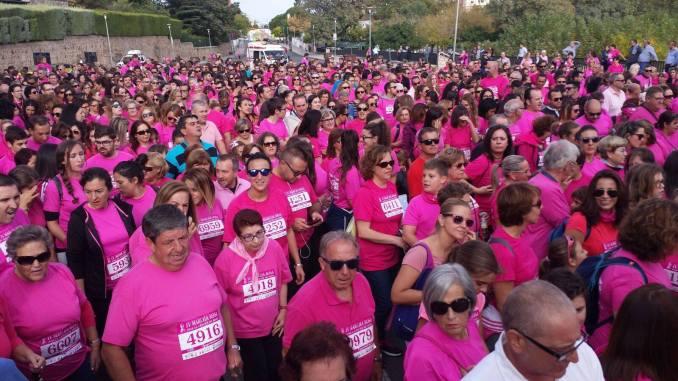 La Marcha Rosa vuelve a teñir Plasencia con cifras históricas