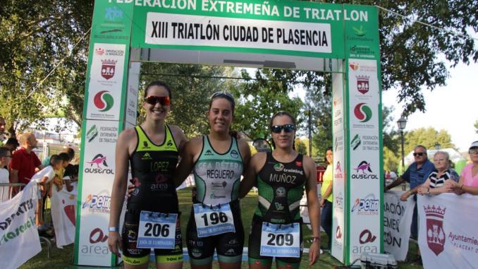 Marta Reguero y Ricardo Clavería, grandes dominadores del XII Triatlón Ciudad de Plasencia