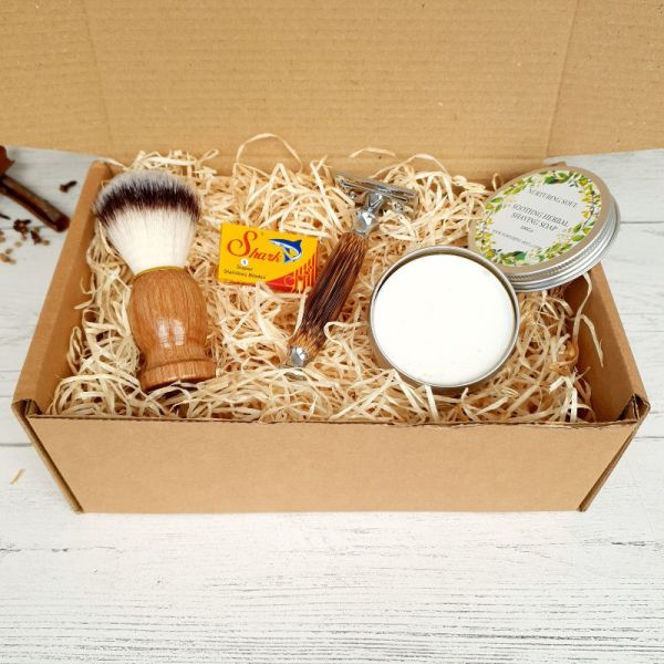 Traditional Shaving Set, Razor, Soap tin, Brush and Blades 2 (3)
