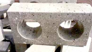 Foto de ONG transforma plástico descartado na natureza em tijolos ecológicos
