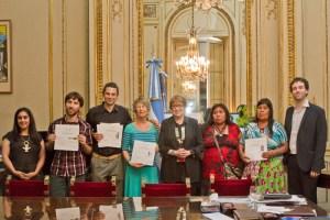 Parodi se reunió con los artesanos que recibieron el Reconocimiento de Excelencia de la Unesco