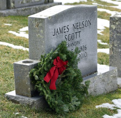 Wreaths.Highlands.Cemetray (18)