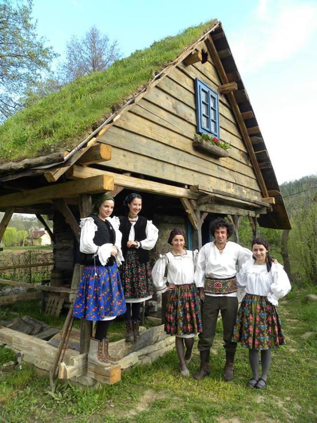 Casa din lemn vechi recuperat - Danut Hotea