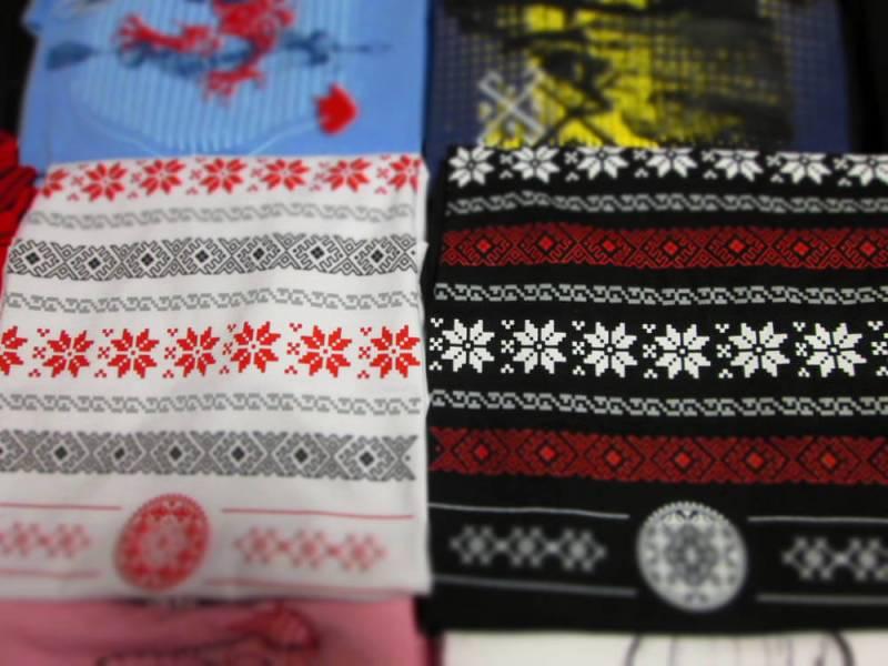 Broderie românească aplicată pe tricouri de bumbac