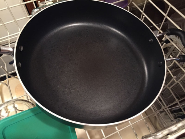A clean pan thanks to my favorite dishwasher detergent