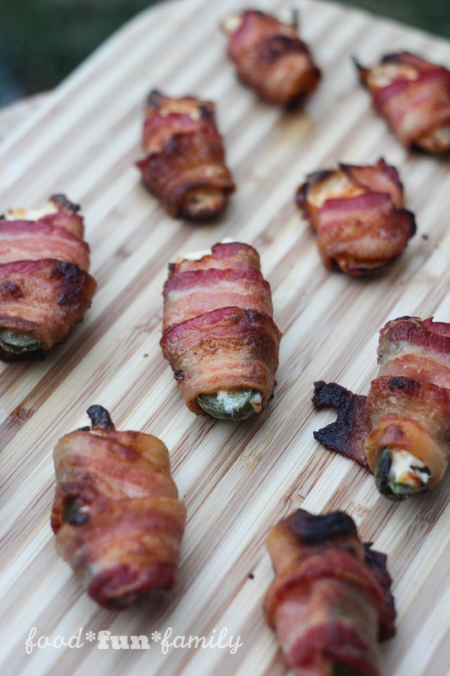 Bacon-wrapped jalapeño poppers - an easy and tasty appetizer or finger food
