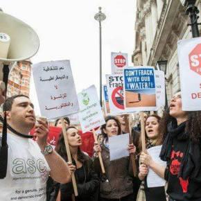 """""""Gaz de schiste - c'est fasciste!"""" - Don't Frack Algeria"""