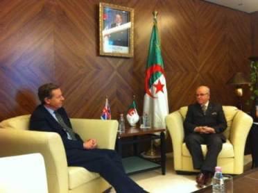 Lord Risby, envoyé spécial du Premier Ministre britannique, avec le ministre algérien des Affaires Etrangères, Mourad Medelci. Lord Risby visitera l'Algérie le 8-10 Septembre et sera accompagné d'une délégation commerciale très importante.