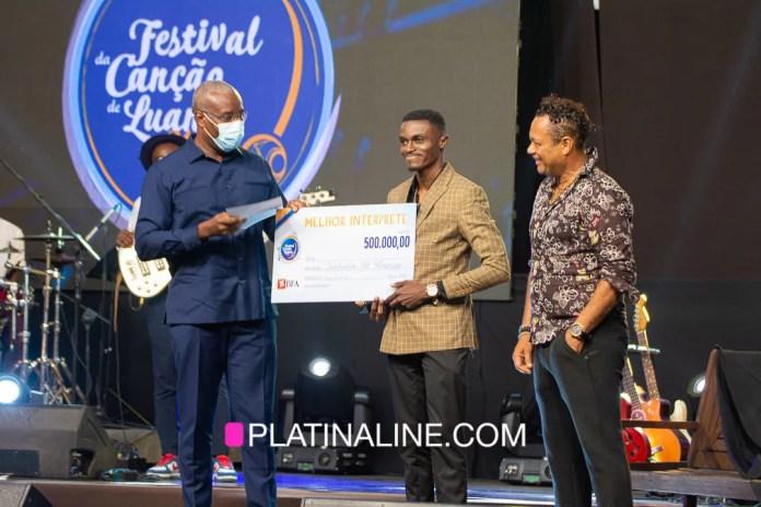 """""""Jowsah""""vence  prémio de Melhor Intérprete da 24ª edição do Festival da Canção de Luanda"""