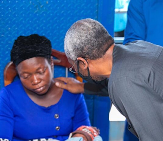 Gbajabiamila-with-the-widow-of-slain-newspaper-vendor-