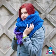 Сине-фиолетовый длинный шарф-капюшон ручной работы