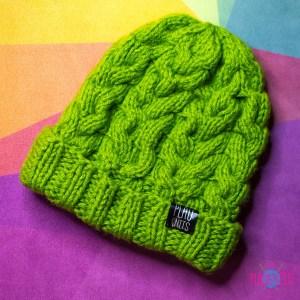 Зеленая вязаная шапка с косами