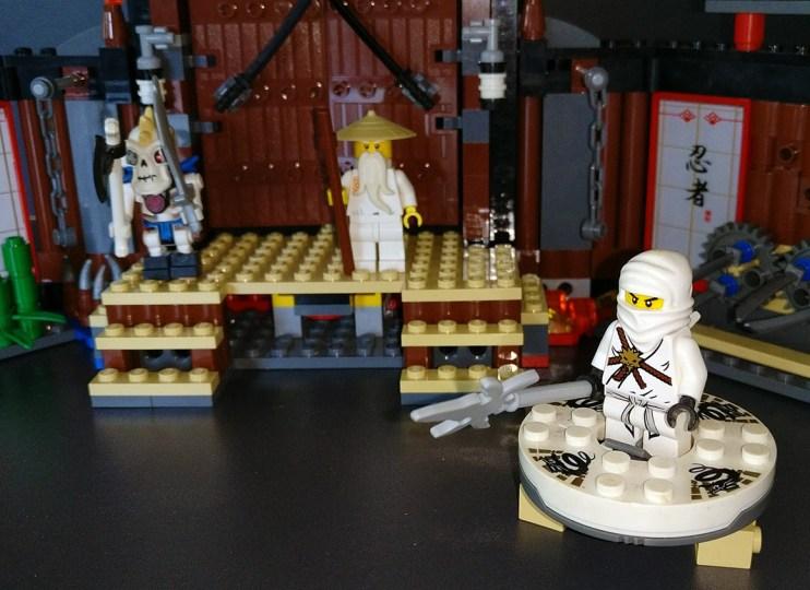 Lego® [Ninjago] 2504 Spinjitzu Trainingszentrum / Spinjitzu Dojo (Get it @ PLAY-BAY.de)