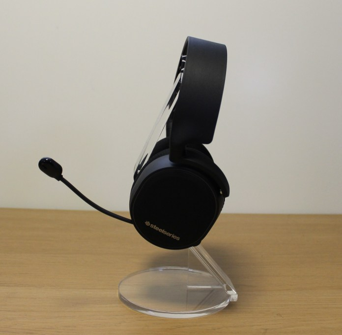 Steelseries Arctis 3 BT left view