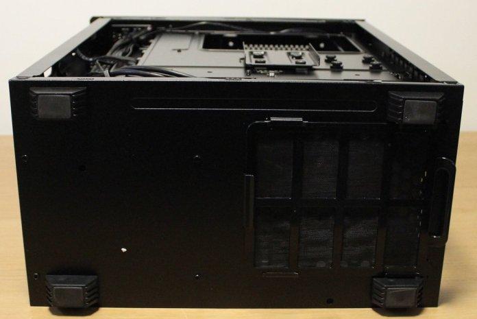 Phanteks P300 Case bottom