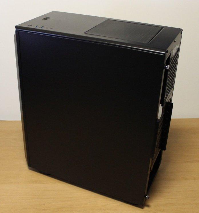 Phanteks P300 Case cable side