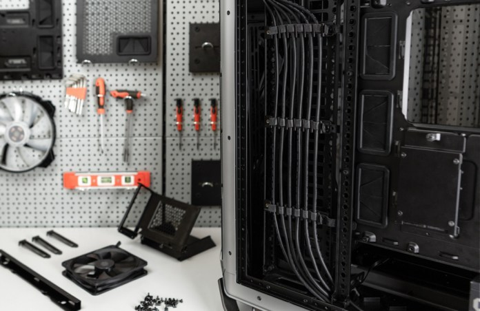 Cooler Master Cosmos C700M Cable Management