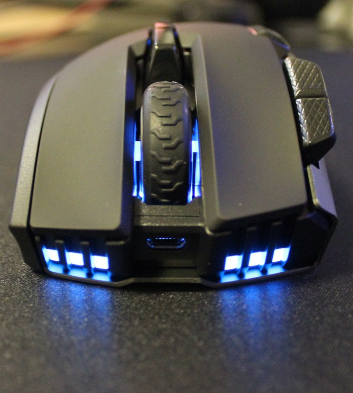 Corsair Ironclaw RGB Wireless front leds