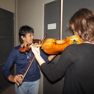 Beim Geigenunterricht :)