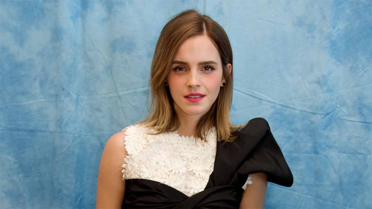 Caught This Is Emma Watson In A Bikini If You Take Away All Of Photoshop