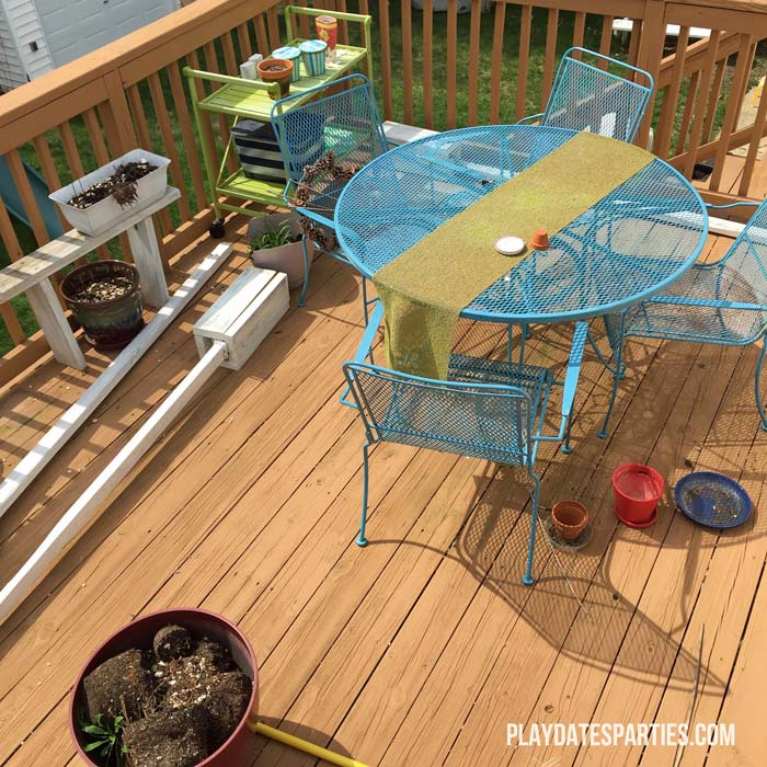 Don't throw away that old rusty outdoor furniture! Find out how to paint rusted metal furniture and make it like new again!
