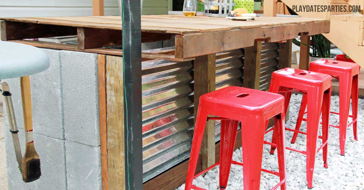 Using a pallet cinder blocks some extra wood and corrugated steel roofing & DIY Cinder Block and Pallet Outdoor Bar islam-shia.org