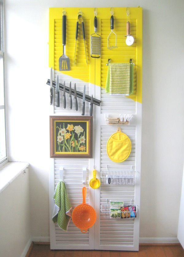 Affordable Organization Hacks: 8 beautiful ways to get your home organized in the kitchen, the bedroom, and the toy room.