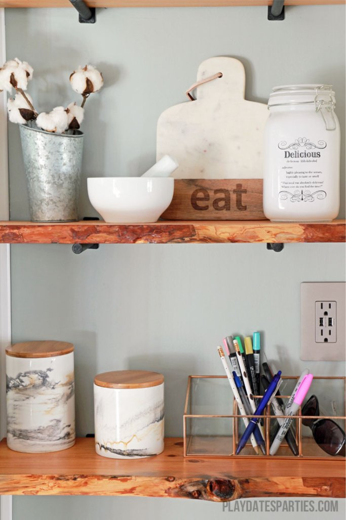 Take your modern farmhouse decor to the next level with live edge wood shelves! Here are ALL the DIY home decor tips you need to find, prepare, and mount your own floating live edge wood shelves.