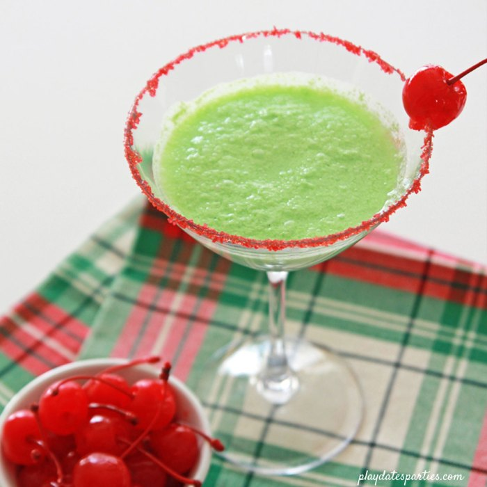 The creamy apple mock-tini #recipe is the perfect easy green mocktail for #kids during the #holiday season. Kids love that this drink is full of surprising flavors, but would you drink it?