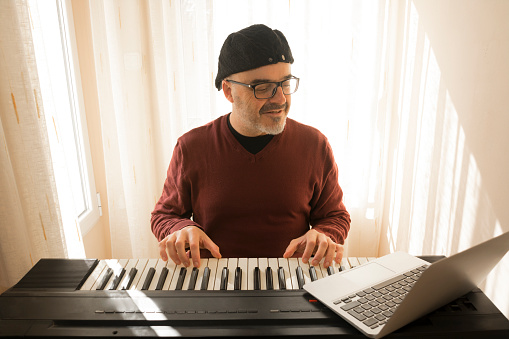 Online Piano Lessons for adults