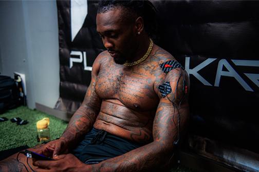 Kavon Frazier of Dallas Cowboys using PlayMakar SPORT muscle stimulator