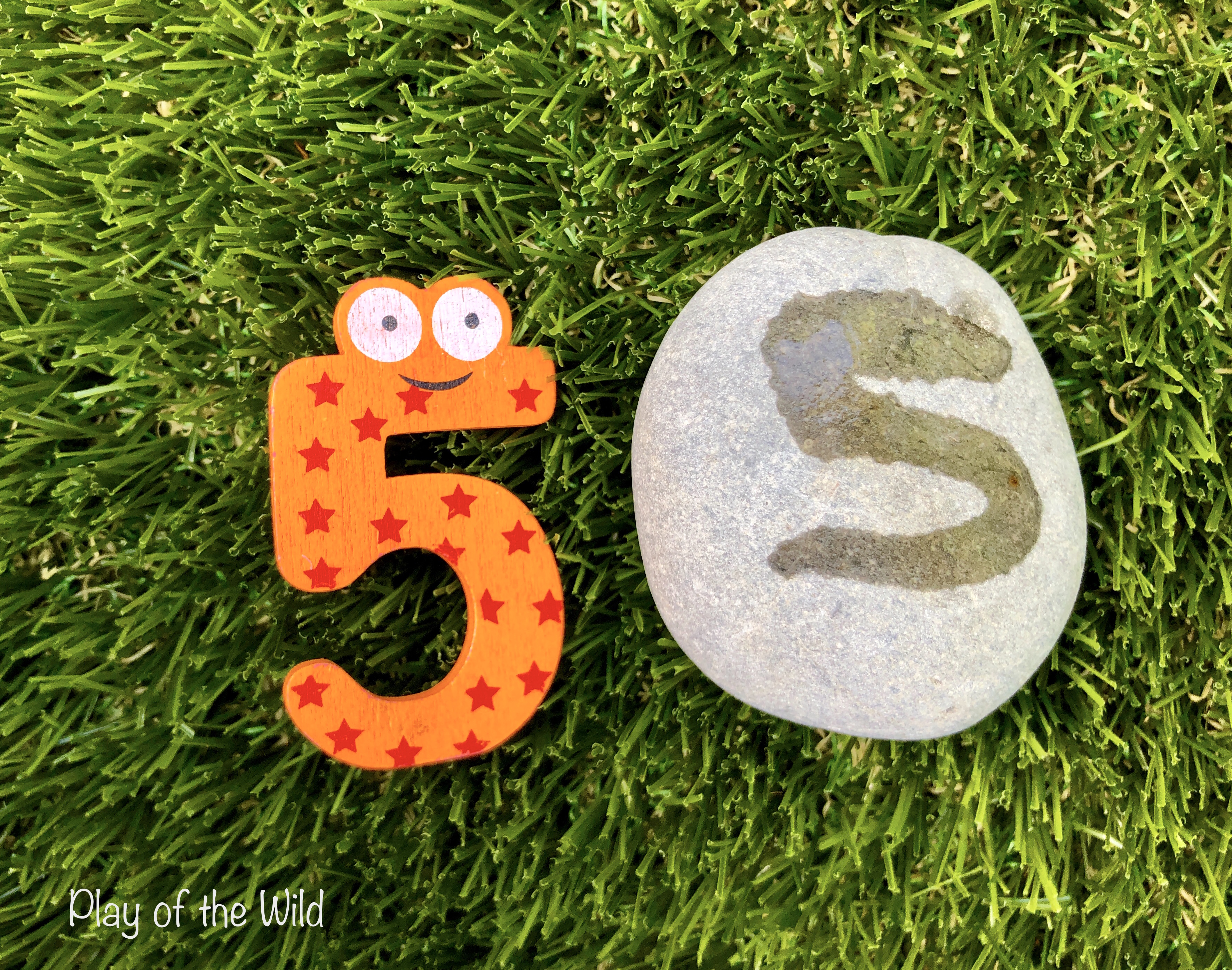 writing numbers on rocks with water for children