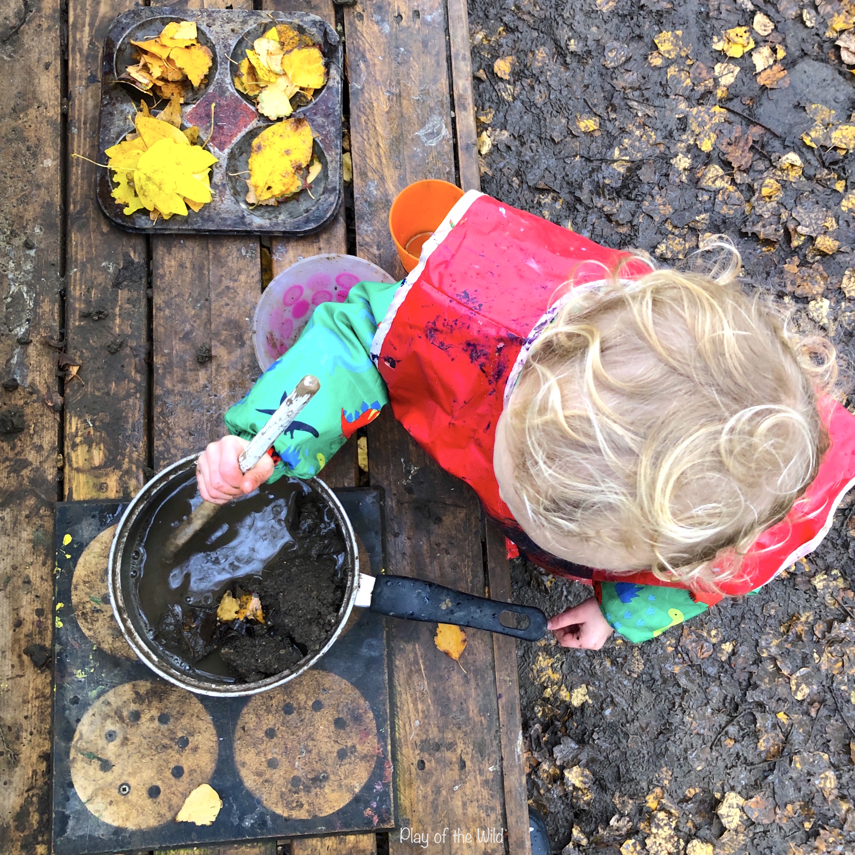 Benefits of loose parts play. mud kitchen.