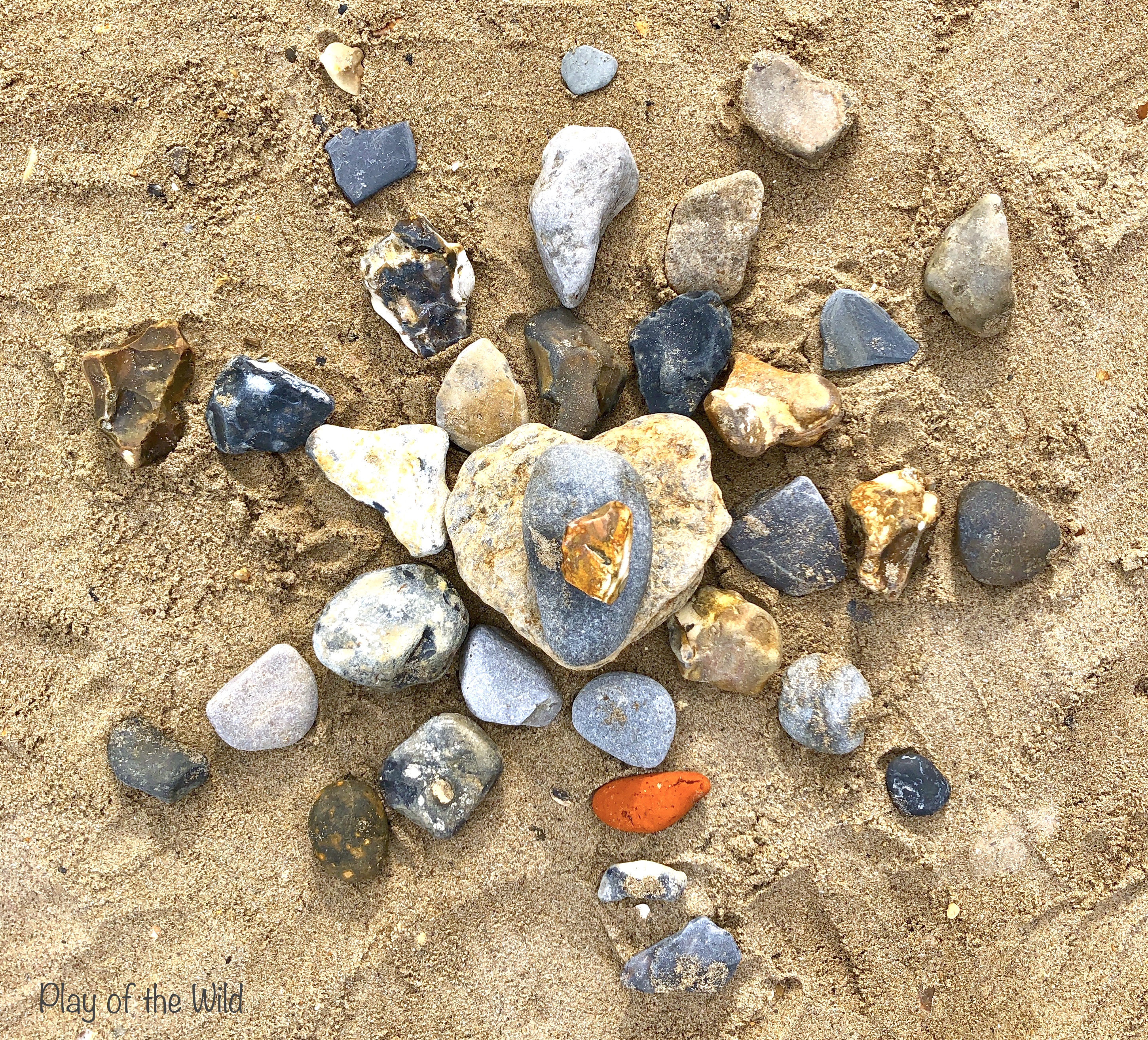 Loose parts play ideas for toddlers. Loose parts with rocks. nature art