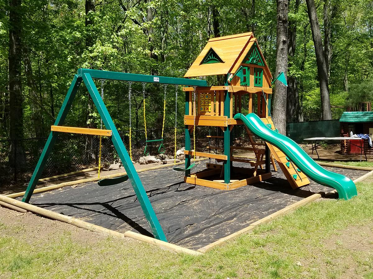 Gorilla Chateau Treehouse Swing Set