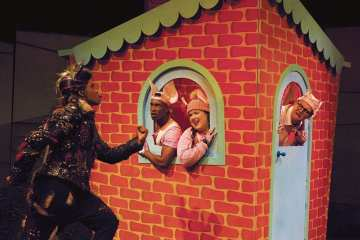 The 3 Little Pigs Palace Theatre 03
